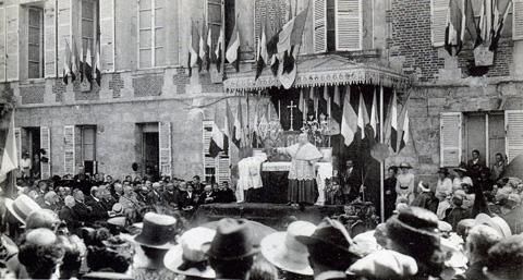 Le 18 juillet 1919, anniversaire de la deuxième victoire de la Marne devant le château