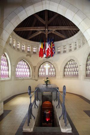 Entrée de la chambre funéraire | Mémorial de Dormans