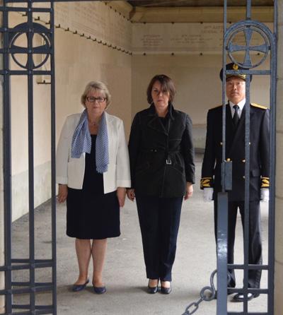 Françoise FÉRAT, Rose-Marie ANTOINE et le Sous-Préfet Jean-Edmond BEYSSIER