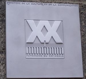 Plaque marquant l'inscription du monument au « Patrimoine du XXe siècle »