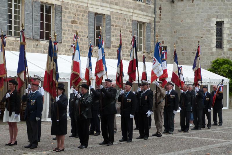 Défilé de l'amicale des porte-drapeaux d'Epernay et sa région, sous la présidence de Joël Wimann