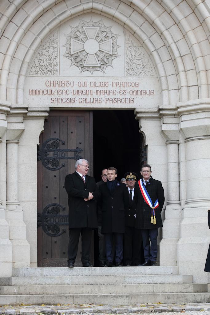 Le Président de la République Emmanuel Macron après sa visite de l'exposition et de la crypte le 14 novembre 2020.