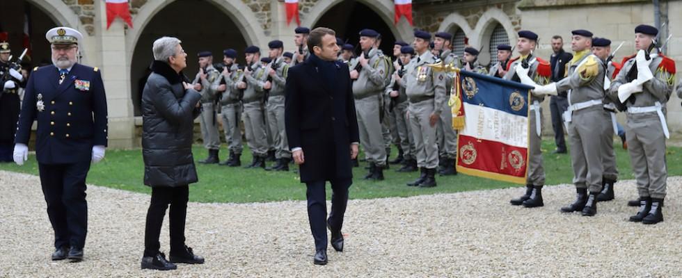 Le Président a passé en revue les troupes présentes pour l'occasion.